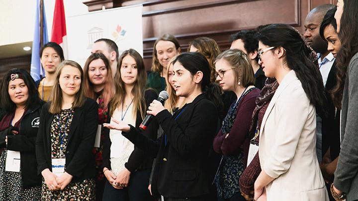 Les membres du Groupe consultatif jeunesse lors de l'Assemblée générale annuelle de la CCUNESCO en 2017.